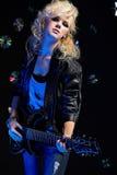 Menina loura com guitarra Imagens de Stock
