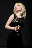 Menina loura com vidro de martini Foto de Stock Royalty Free