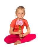 Menina loura encantadora com flores Imagem de Stock