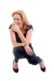Menina loura magro de riso de assento. foto de stock royalty free