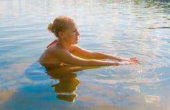 Menina loura na água Fotografia de Stock