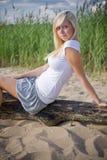 Menina loura na praia Imagens de Stock Royalty Free