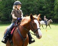 Menina loura no cavalo Fotografia de Stock