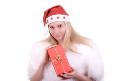 Menina loura no chapéu de Santa com presente Fotos de Stock