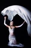 Menina loura no estúdio escuro Fotos de Stock Royalty Free