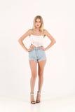 Menina loura no short das calças de brim Imagens de Stock