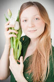 Menina loura nova com tulips Fotografia de Stock