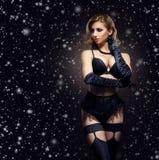 Menina loura nova, 'sexy' e bonita na roupa interior erótica Imagem de Stock Royalty Free