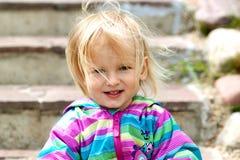 A menina loura pequena e o vento Foto de Stock Royalty Free