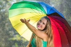 Menina loura que verifica para ver se há a chuva Imagem de Stock Royalty Free