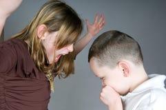 Menina mais idosa que grita no menino Fotografia de Stock