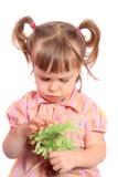 Menina mal-humorada com flor Fotografia de Stock
