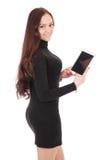 A menina mantém o PC branco da tabuleta estar lateralmente imagens de stock royalty free