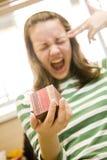 A menina mata-se por causa de um presente Fotos de Stock Royalty Free