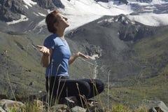 Menina Meditating 02 fotos de stock royalty free