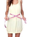 Menina modelo com um tape-measure foto de stock royalty free