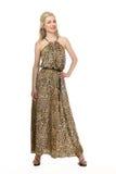 Menina modelo loura bonita no vestido de sol longo ocasional do verão Imagens de Stock
