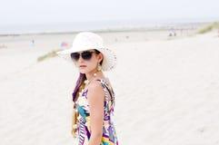 Menina modelo na praia Imagem de Stock Royalty Free