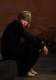 Menina modelo no vestido preto fotos de stock royalty free