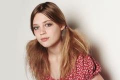 Menina modelo triste loura bonita Fotos de Stock