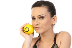 Menina moderna com esfera do sorriso foto de stock royalty free