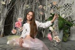 Menina moreno entre flores Imagem de Stock Royalty Free