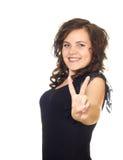 A menina mostra-lhe as mãos um símbolo da vitória Imagem de Stock Royalty Free