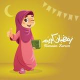 Menina muçulmana feliz que guarda o livro do Corão Imagens de Stock Royalty Free