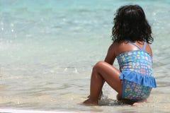 Menina na água foto de stock royalty free
