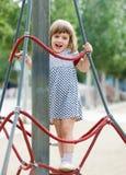 Menina na área do campo de jogos no verão Fotos de Stock
