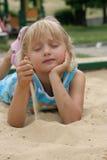 Menina na areia imagem de stock