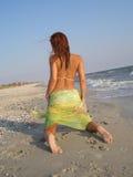 A menina na areia Fotografia de Stock Royalty Free