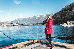 Menina na baía em ferradura em Vancôver ocidental, BC, Canadá Foto de Stock