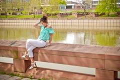 Menina na borda 2 Imagem de Stock