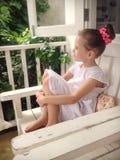 Menina na cadeira Fotos de Stock Royalty Free