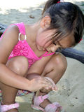 Menina na caixa de areia Imagem de Stock