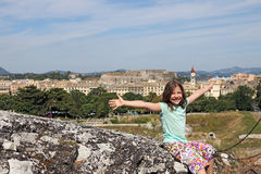 Menina na cidade Grécia de Corfu Imagem de Stock Royalty Free
