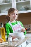 Menina na cozinha fotografia de stock