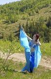 Menina na dança do leste da roupa azul Imagem de Stock Royalty Free