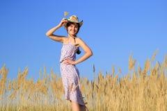 Menina na exploração agrícola fotografia de stock