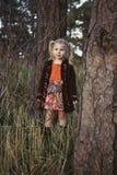 Menina na floresta fotografia de stock