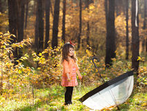 Menina na floresta do outono Foto de Stock