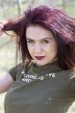 A menina na floresta relaxa Imagens de Stock