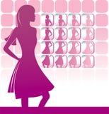 Menina na frente de um espelho grande Fotos de Stock Royalty Free