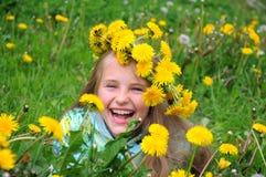 menina na grinalda das flores Fotografia de Stock Royalty Free
