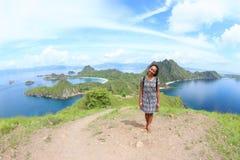 Menina na ilha de Padar imagem de stock royalty free