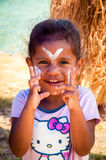 Menina na ilha dos pinhos, Nova Caledônia imagem de stock royalty free