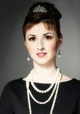 A menina na imagem de Audrey Hepburn imagem de stock royalty free