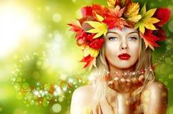 A menina na imagem do outono Imagem de Stock
