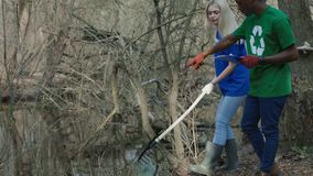 Menina na limpeza voluntária filme